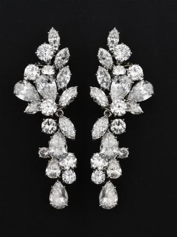 Orecchini pendenti in oro bianco e diamanti. Diamond Questi orecchini furono appartenuti a SA Principessa Grace di Monaco.