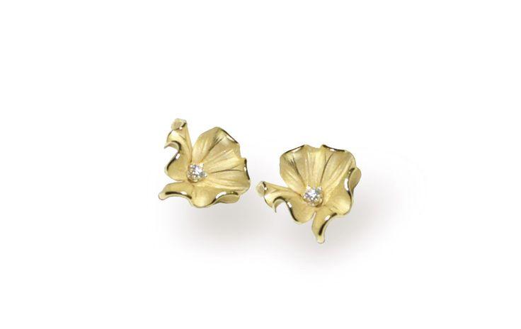 Grace Collection  Flower Gold earring with diamonds inspired nature // pendientes flor de oro con diamantes inspirado en la naturaleza www.art-jeweller.com