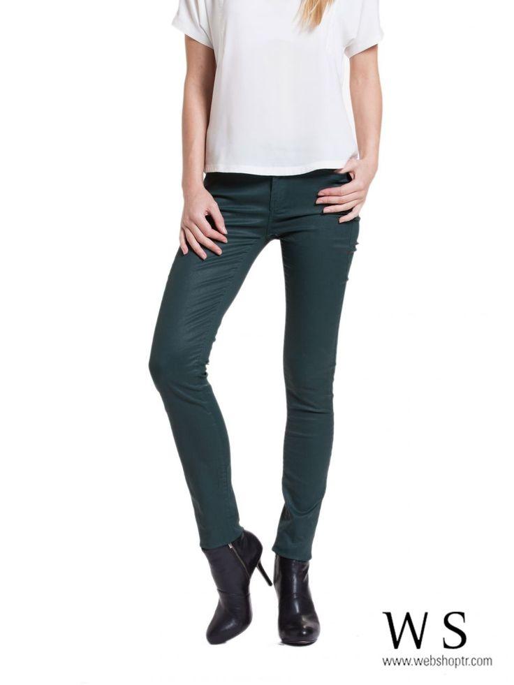 dar kesim pantolon, yeşil pantolon  http://www.webshoptr.com/YESIL-RENK-YAGLI-YIKAMA-DAR-KESIM-PANTOLON,PR-8522.html