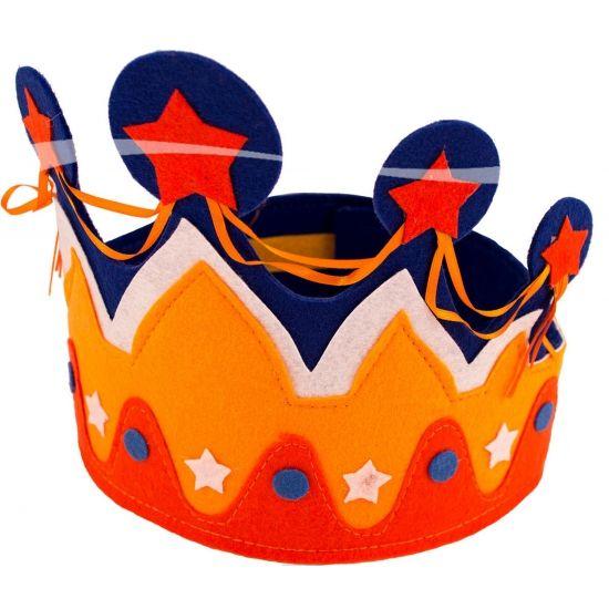 Oranje kroon holland. Kroontje in de kleuren oranje en rood, wit, blauw. Het kroontje is gemaakt van vilten materiaal. Deze kroon is geschikt voor kinderen vanaf 14 jaar. De kroon kunt u verstellen doormiddel van klittenband naar een volwassen maat.
