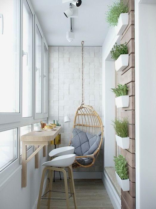 Уютная комната для завтраков из узкого балкона.