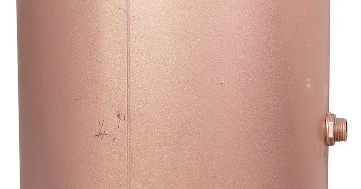 Cómo soldar cobre a cobre utilizando el proceso TIG. TIG es un método de soldadura por arco que utiliza electrodos de tungsteno operando en gas inerte. El electrodo no se funde, y el proceso brinda una unión soldada con poca salpicadura y pocas impurezas. Esto es importante para recipientes de cobre que podrían contener alimentos, tales como en las industrias de elaboración de la cerveza y los ...