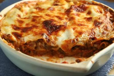Mij kunnen ze wakker maken voor een echt lekkere lasagne. Dat bestaat dan niet uit 3 pakjes maar uit een aanrecht vol verse ingrediënten. Iets waar menig Nederlander tegen op
