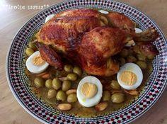 Een heerlijk Marokkaans gerecht met kip, olijven, amandelen en gekookte eieren. Je hebt de volgende ingrediënten voor deze Marokkaanse kip uit de oven nodig: 1 hele kip, 1 grote ui, 1 citroen, beetje zout...