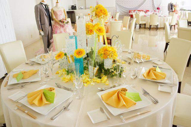 Perte Spazio(ペルテ スパーツィオ)|結婚式場写真「夏にピッタリのイエロー×ブルーコーディネート。ひまわりはとっても人気♪」 【みんなのウェディング】