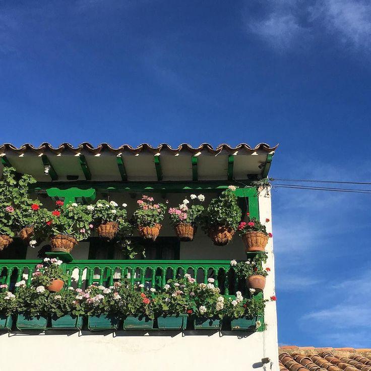 Flowery balconies and sky in Villa de Leyva Boyacá. Walk with us.  El cielo y balcones floreados en Villa de Leyva Boyacá. Camina con nosotros. #SYOUandColombia #VilladeLeyva #Boyacá #flowers #sky #balcony #WalkWithUs