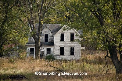Haunted house on abandoned farm houston county minnesota for Minnesota mansions for sale