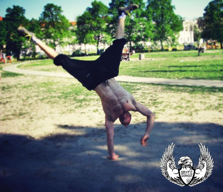 One arm handstand! :O