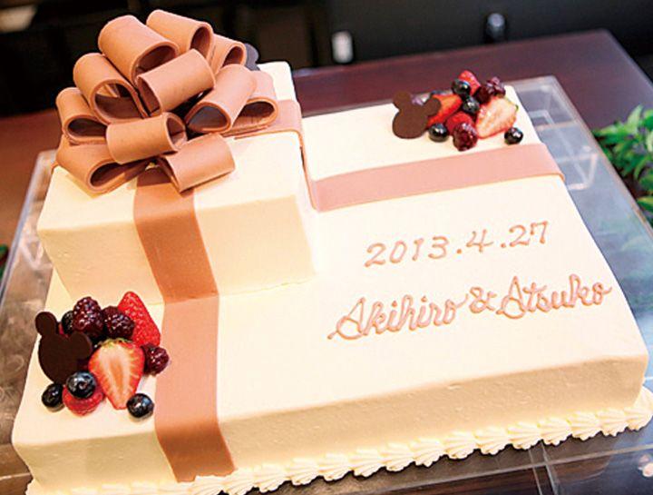 リボンモチーフのウエディングケーキ