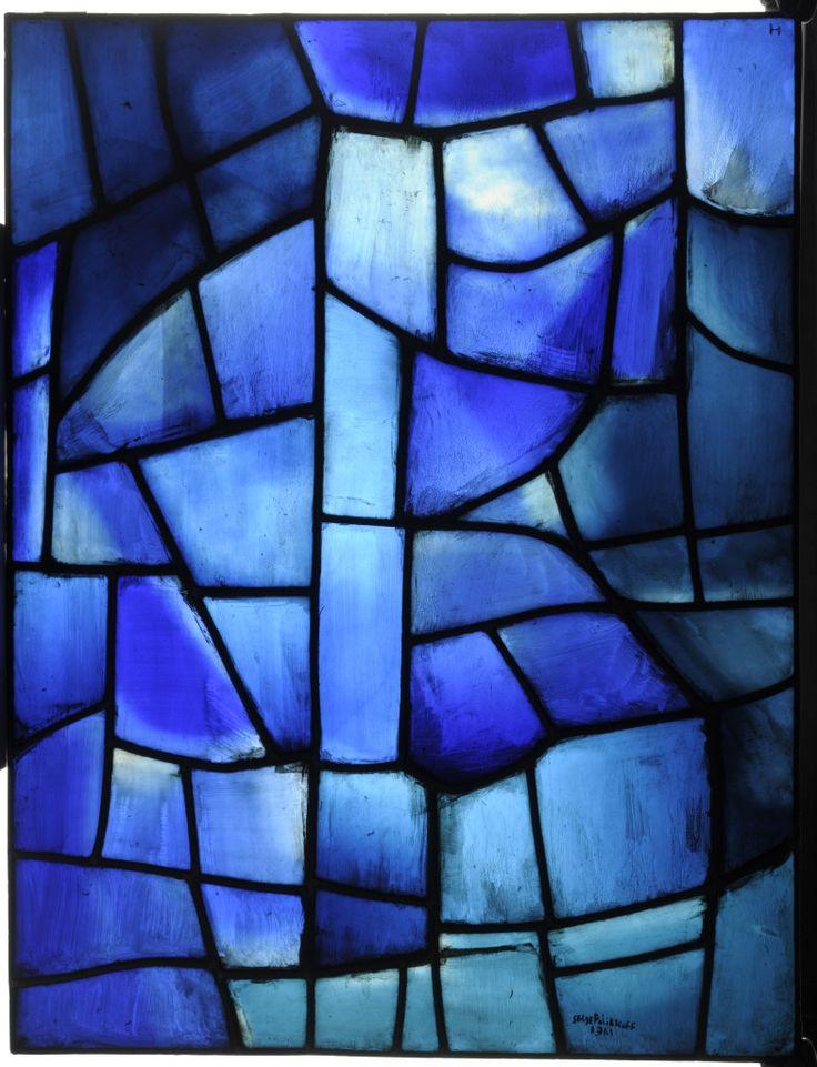 Serge Poliakoff / atelier Simon Marq : Compsition bleue . Vitrail, panneau d'exposition, 1963. Adagp, Paris 2015. Photo C. Devleeschauwer.