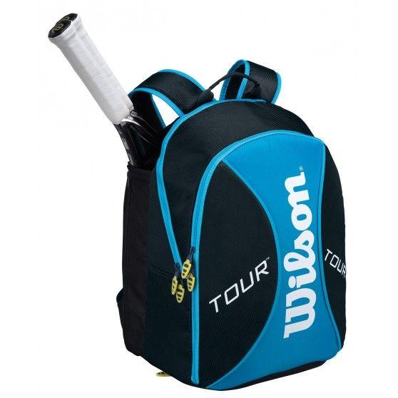 In de Tour Blue Backpack Small #tennistas is ruimte voor 2 #tennisrackets. Daarnaast is deze tas van @Wilson Tennis ruim genoeg voor kleding, schoeisel en andere benodigdheden. #dws