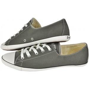 Cu un design simplu dar modern, pantofii sport Converse All Star Light OX satisfac si cele mai sofisticate gusturi. Sunt de culoare gri si pot fi asortati cu usurinta atat la o tinuta sport cat si la una casual.