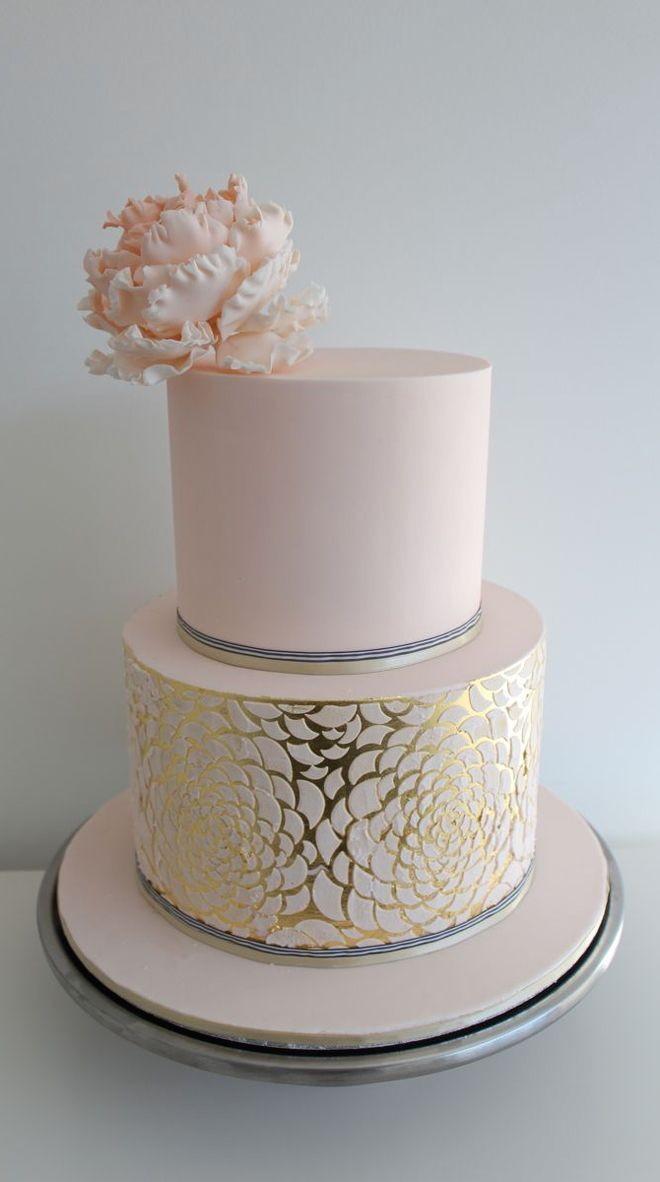 Metallic gold and pink modern cake - so chic #gold #pink