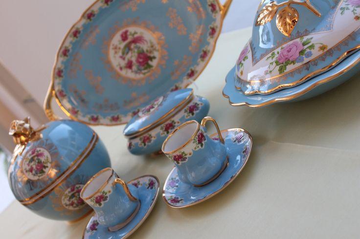 Bebek mavisi saray tepsimiz, kahve fincanımız, gülbahar sahanımız...