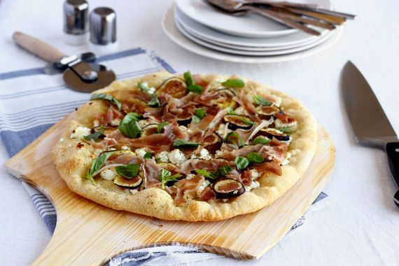fig, prosciutto, and goat cheese pizza!