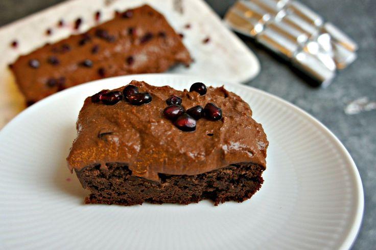 Lækker sundere brownie med chokolademousse, der smelter på tungen? Denne opskriften på sund brownie er uden tilsat sukker og glutenfri. Få opskriften her