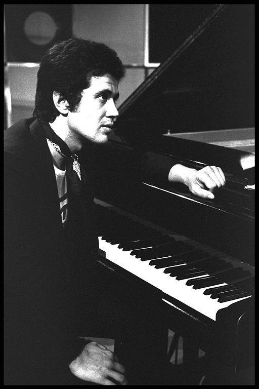 Lucio Battisti al pianoforte - Archivio Radi RAI