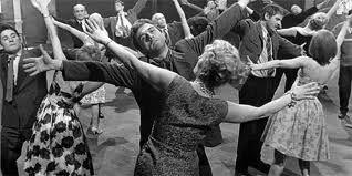 Scène de danse et de jazz, extraite du film Salto de Tadeusz Konwicki http://www.youtube.com/watch?v=RyDHmkv3ChI