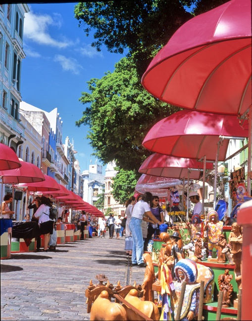 Bairro do Recife - Projeto Domingo na Rua. Feirinha de artesato na Rua do Bom Jesus.