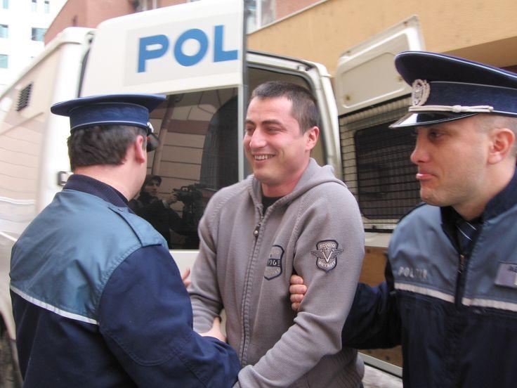 Poliţistul Cioacă, după gratii