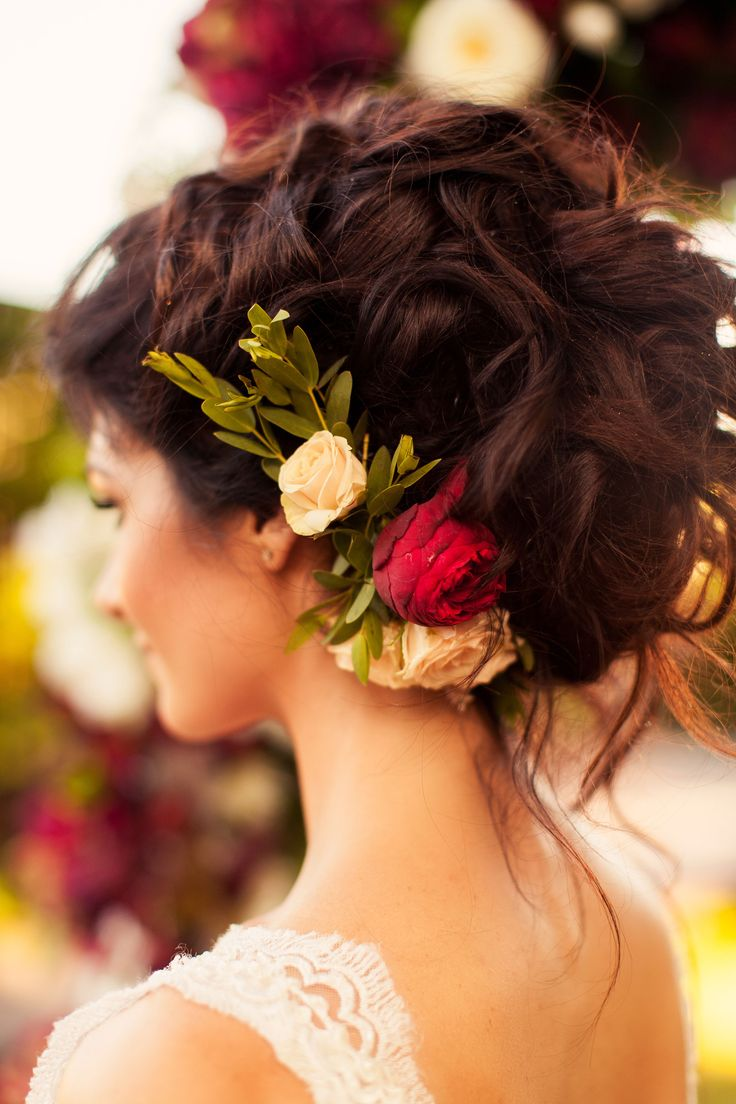 flowers accessories bride, bride, bride image, bride's hairstyle, прическа невесты, образ невесты, живые цветы, прическа, флористика