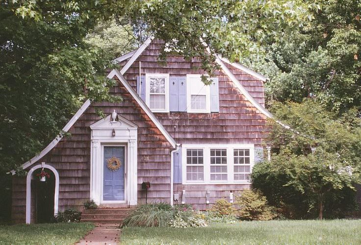 Shake shingle small cottages and here 39 s a perfect for Cedar shake cottage