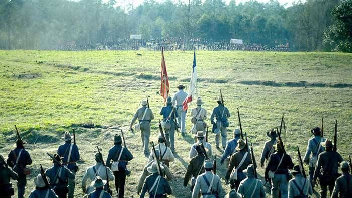 Free State of Jones is a real story of Newton Knight, who returned alive from the Battle of Corinth in 1862, and led a group of rebellions to fight against armed forces of Confederacy in Jones Country. In his group, there were many, armed rebellious, farmers and ladies.