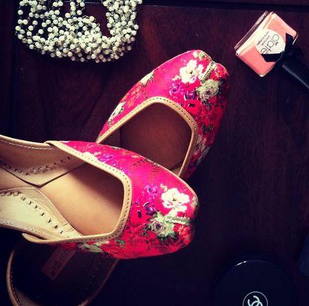 Cute pink floral print shoes/juti via thedelhibride.com