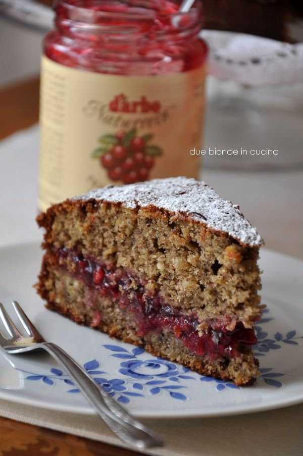 Due bionde in cucina: Torta di grano saraceno // Buckwheat cake filled with blueberry jam - in italian...