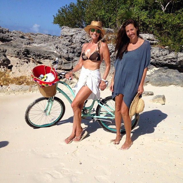 Famosa pelas curvas, a loira aproveitou temporada de férias em conjunto de ilhas paradisíacas com família e amigos