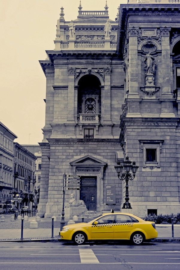 Yellow cab by Isabel Boroń on 500px