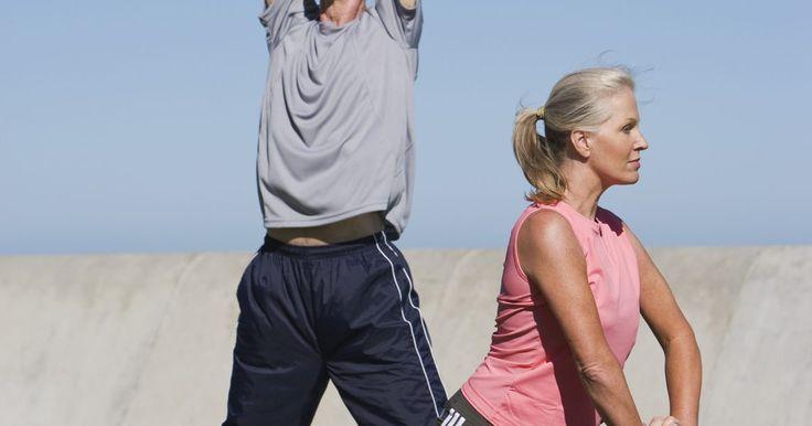 Exercícios de alongamento para o plexo braquial. O plexo braquial é um emaranhado de fibras nervosas que segue um caminho específico vindo da espinha indo ao longo do corpo. O plexo braquial é responsável por muitas das respostas nervosas da parte superior do corpo e dos braços. Se o plexo braquial for ferido ou danificado, pode causar problemas na utilização dos braços e da parte superior do ...