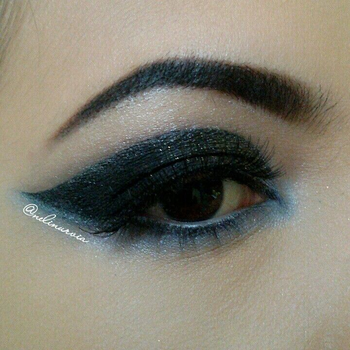 makeup make up an.. just tryin another eksperiment with my makeup brushes