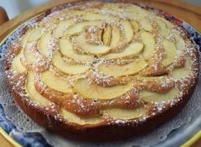 Siamo abituati tutti alla classica torta di mele della nonna, morbida e gustosa, un must per le colazioni della domenica! Perchè non cercare di rimodernare o modificare un un grande classico?