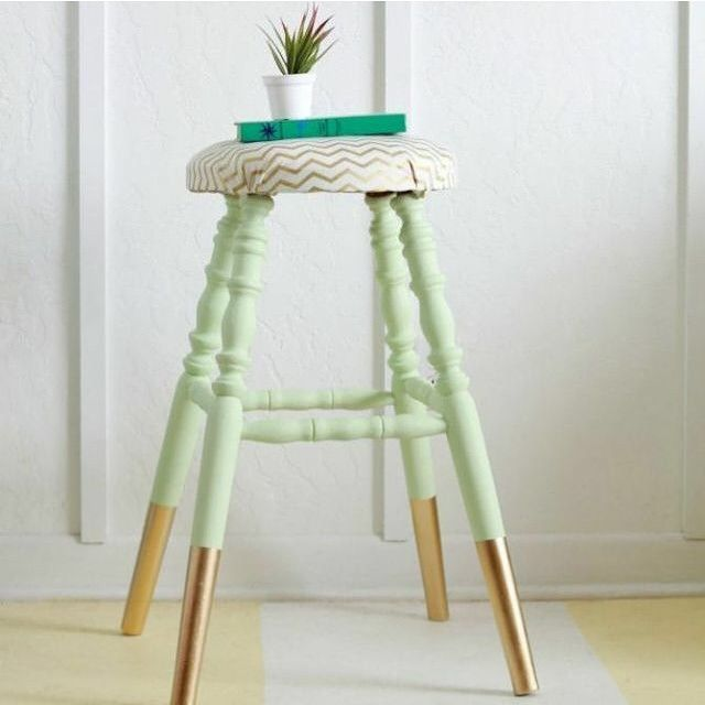 Desejando um banquinho colorido para colocar em casa... E esse é super fácil de…