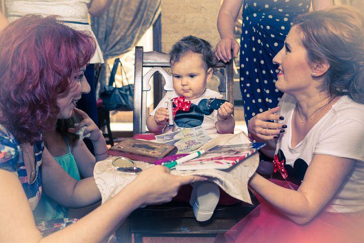 Traditii si obiceiuri romanesti, taierea motului si ruperea turtei. Fotograf Botez Bucuresti, DA! Photography, calitate la preturi ieftine si accesibile.