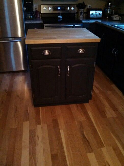 moveable kitchen island we made with leftover base cabinet from kitchen redo our home xoxo. Black Bedroom Furniture Sets. Home Design Ideas