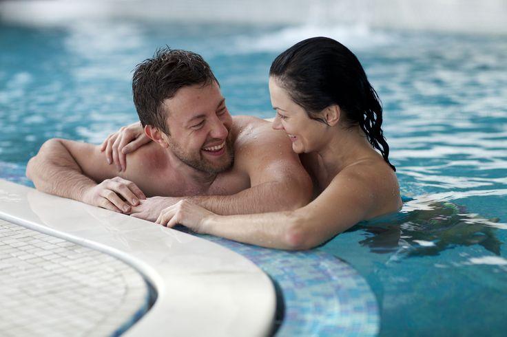 Mögen Sie schwimmen? Haben Sie eine sitzige Arbeit? Sie sind wahrscheinlich schon müde von der Reise: Arbeit - Schwimmbad – Haus. Viele Gedanken in Ihrem Kopf und ein Gefühl des Versagens bei jeder realisierten Aufgabe? Wir verstehen Sie. Der Reise ist nicht förderlich, man realisiert nicht alles 100%, was zu einer Frustration führt. Und wenn Sie in aller Ruhe, ohne Eile 4 Schritte von der reizenden Veranda absteigen und in der warmen Wasser von Ihren eigenen Pool versenken? Nicht schlecht…