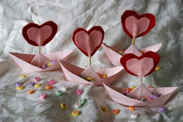 Valentine day table decorating ideas valentines day for Romantic origami ideas
