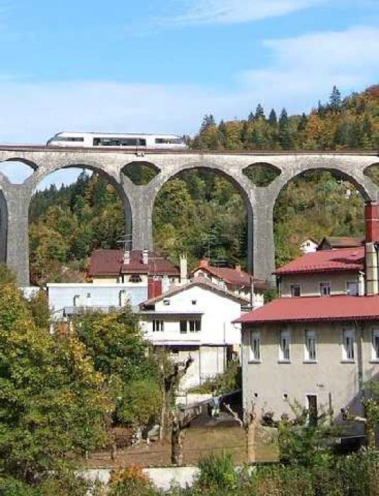 La Ligne des Hirondelles : un train touristique dans le Jura