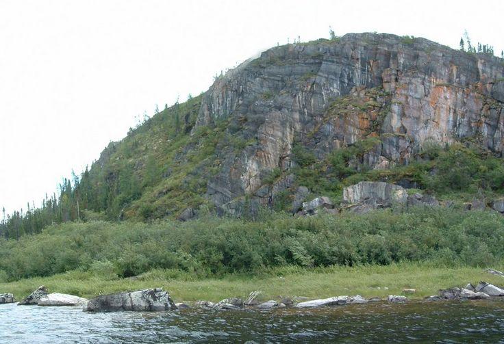 Caniapiscau River shores
