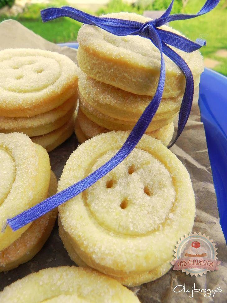 Cukros gomb keksz - finomliszt 5 dkg kukoricaliszt 1 evőkanál cukor 1 tojássárgája 2 csomag vaníliás cukor 1/2 csomag sütőpor csipet só 1/2 citrom leve 18 dkg vaj