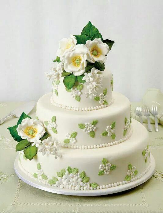 I love this simple, timeless, elegant wedding cake.  Enjoy RUSHWORLD boards, WEDDING CAKES WE DO, WEDDING GOWN HOUND and UNPREDICTABLE WOMEN HAUTE COUTURE. Follow RUSHWORLD! We're on the hunt for everything you'll love!