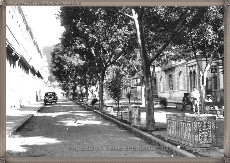 Santa Cruz - calle 25 de Julio - año 1950..... #canariasantigua #blancoynegro #fotosdelpasado #fotosdelrecuerdo #recuerdosdelpasado #fotosdecanariasantigua #islascanarias #tenerifesenderos