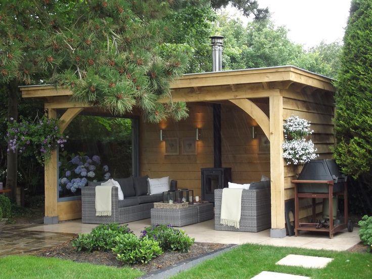Eiken houten tuinkamer met open haard en loungeset. Julianadorp www.bronkhorstbuitenleven.nl