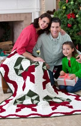 Christmas Wreath Throw Free Crochet Pattern from Red Heart Yarns