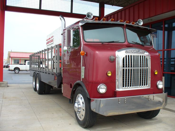 An Antique Freightliner At The Oklahoma City Freightliner Dealership Freightliner Big Trucks Vintage Trucks