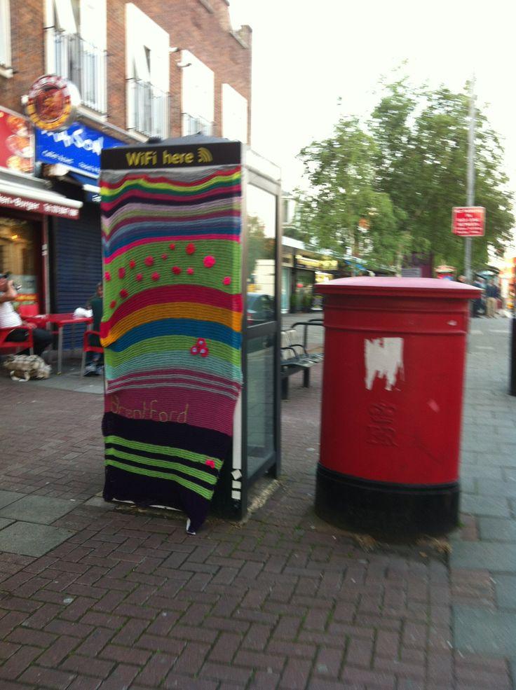 Yarn bomb in Brentford (2013)