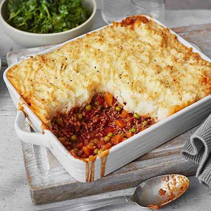 This hearty cottage pie is layered with rich beef mince and buttery mash for a delicious family dinner. | Tesco