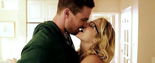 """11 Times Oliver & Felicity on 'Arrow' Were the One-and-Only OTP. """"When they share sweet kisses."""""""